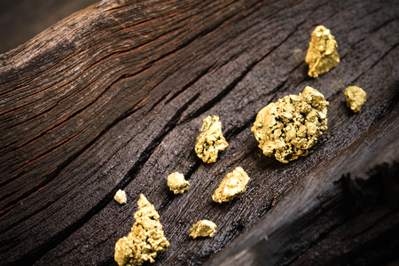 91877308 - pure gold ore on old wooden floor